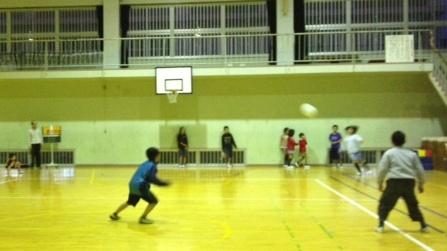 キックベースボール1トリミング.jpg